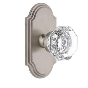 Grandeur Chambord Door Knob Set with Arc Short Plate Satin Nickel