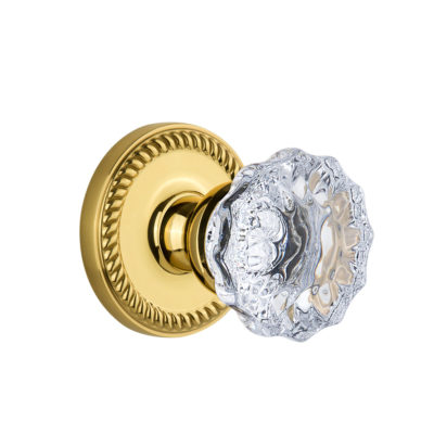 Grandeur Fontainebleau Knob with Newport Rose in Polished Brass