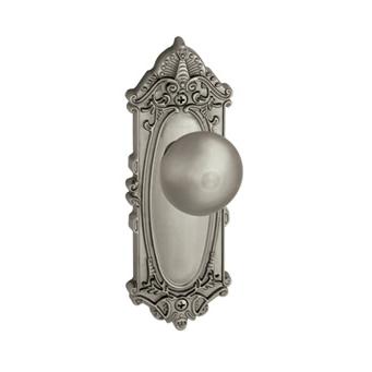 Grandeur Grande Victorian Backplate With Fifth Avenue Knob Satin Nickel