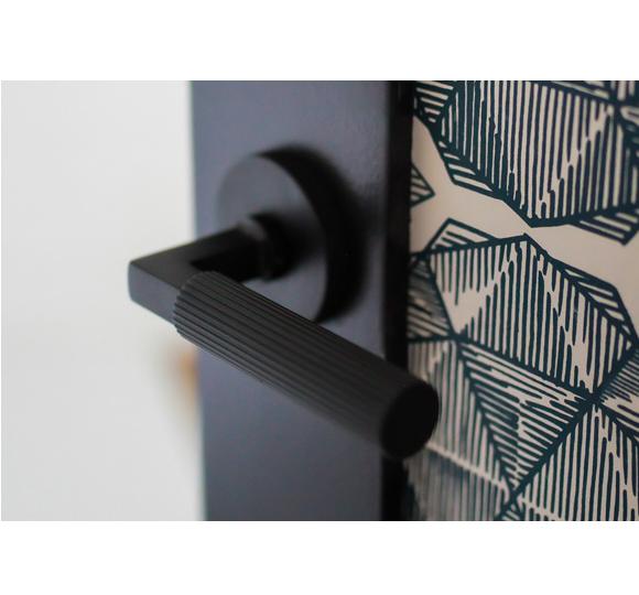 Emtek Select Straight Knurled Door Lever Set with L-Square Stem Disk rose Flat Black