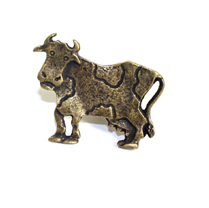 Emenee OR255 Cow facing Left Cabinet Knob shown in Matte Antique Brass (ABR)