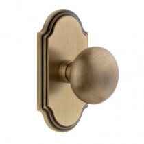 Grandeur Fifth Avenue Door Knob Set with Arc Short Plate Vintage Brass