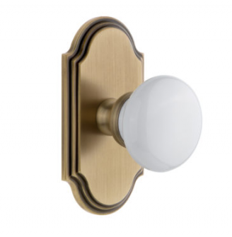 Grandeur Hyde Park Door Knob Set with Arc Short Plate Vintage Brass