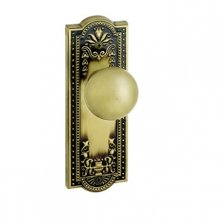 Grandeur Parthenon Backplate with Fifth Avenue knob Vintage Brass